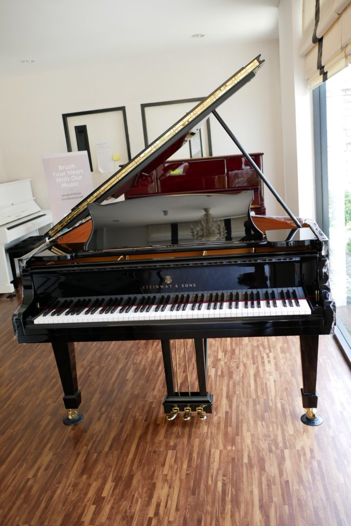 เปียโนยุโรปยี่ห้อไหนดี Steinway & Sons Model O