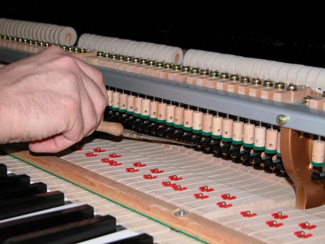 ตรวจสอบเรื่องของความชื้นของเปียโน