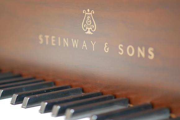 เปียโนยุโรปยี่ห้อไหนดี เปียโนอัพไรท์ (Upright Piano)