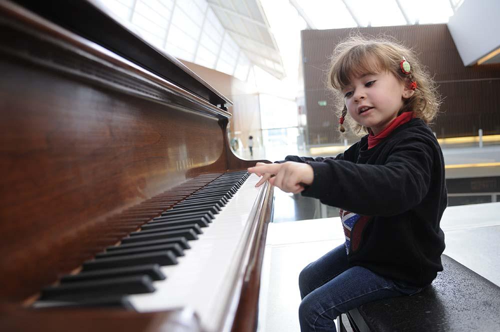 เรียนเปียโนดีอย่างไร ประสานการและควบคุมการสัมผัสของร่างกาย