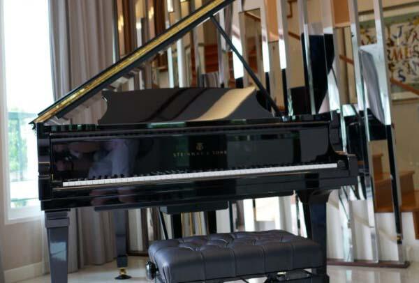 เปียโนมือสองราคาถูก Steinway & Sons Model M