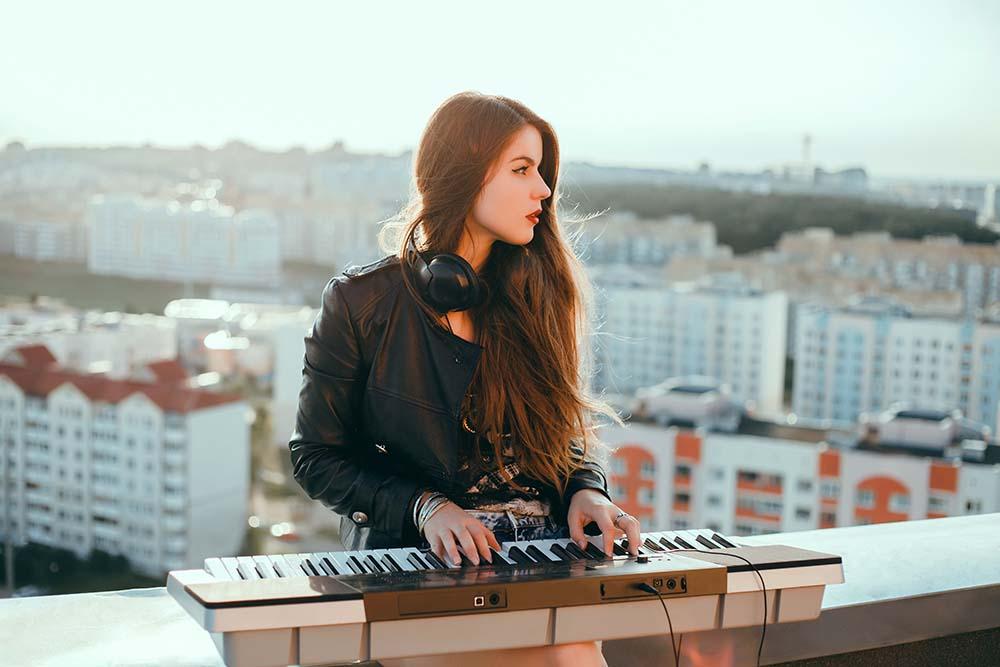 เปียโน กับ คีย์บอร์ด ต่างกันอย่างไร?