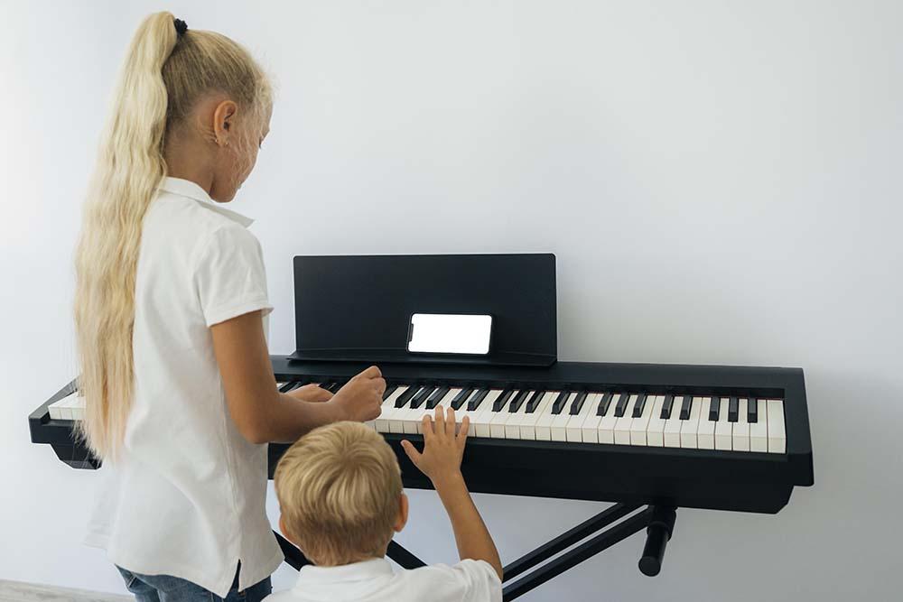 คีย์บอร์ด ต่างจากเปียโนอย่างไร